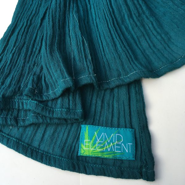 edge of teal blue scarf that shows the blue and green Vivid Element label